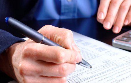 Usvojene su izmjene Zakona o doprinosima koje stupaju na snagu1. januara 2016.godine. Najveća izmjena se odnosi nasamostalne preduzetnikekoji će na svoja lična primanja plaćati doprinose na osnovicu koja jenajmanje 60% prosječne bruto plateu Republici za prethodni mjesec. Osnovica doprinosa za lica koja samostalno, u vidu osnovnog zanimanja, obavljajuprofesionalnu djelatnost(advokati, notari, inženjeri, arhitekte, tumači…) je najmanjeprosječna […]
